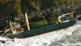 Szellemhajót sodort az ír partokra a Dennis