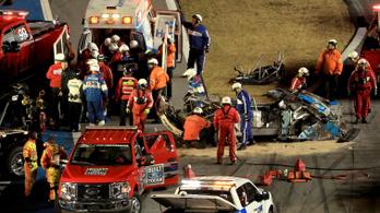 Ijesztő bukás döntötte el Amerika legkeményebb autóversenyét