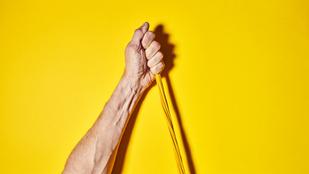 Így erősítheted meg a csuklód: plankhez, fekvőtámaszhoz is jól jön!