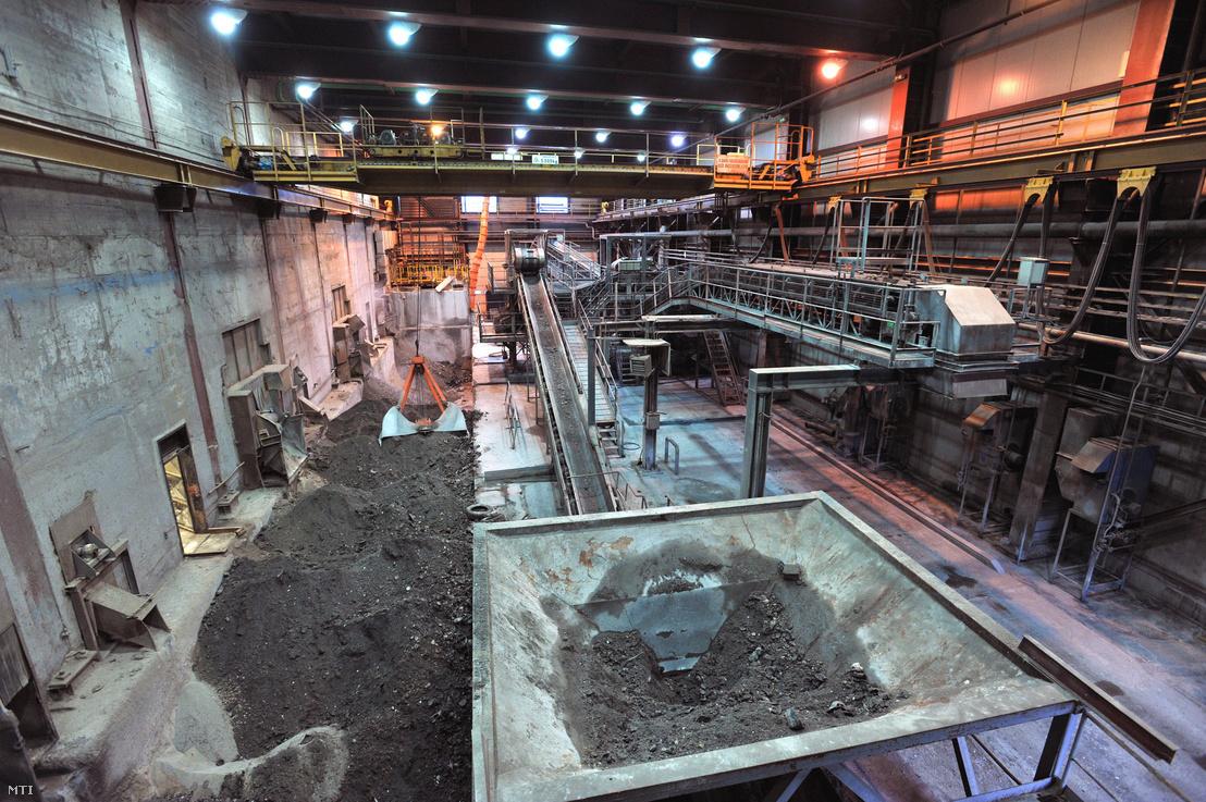 A kazánokban termelődő fémtartalmú salak és hamu szétválasztására szolgáló üzemcsarnok a Fővárosi Közterület-fenntartó (FKF) Zrt. rákospalotai hulladékégetőjében a Fővárosi Hulladékhasznosító Mûben (HHM).