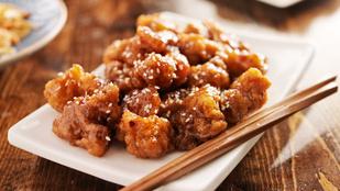 Kedvencünk vega változatban: kínai szezámmagos falatok szejtánból, mézes-csilis káposztasalátával