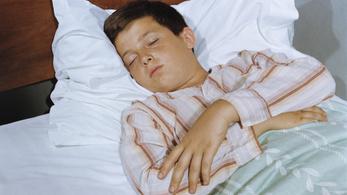 Minél később megy aludni a gyerek, annál kövérebb