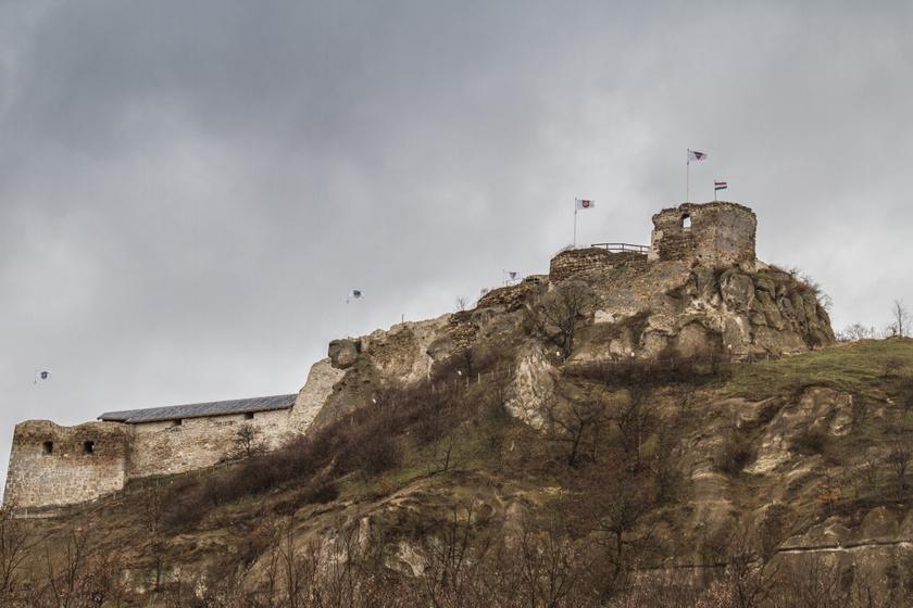 Vörös démon kísért a Mátra várában: 3 titokzatos hely, amit legendák öveznek