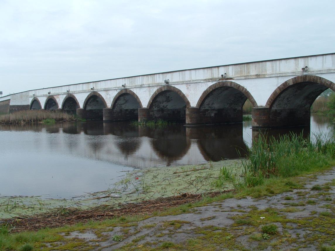 A Kilenclyukú híd teljesen - panoramio