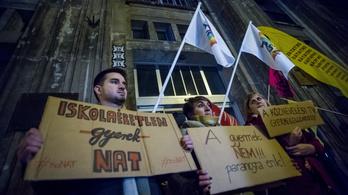 NAT IGEN-NAT NEM: egymással verseng a nemzeti alaptanterv elleni és melletti petíció