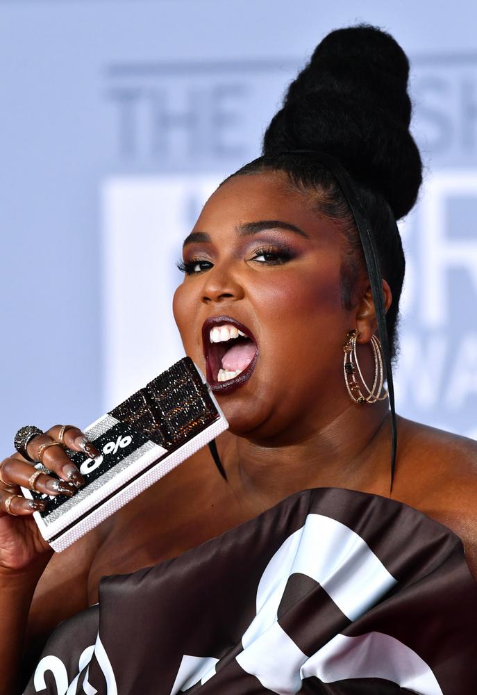 Az énekesnő annyira beleélte magát a szerepébe, hogy meg is éhezett