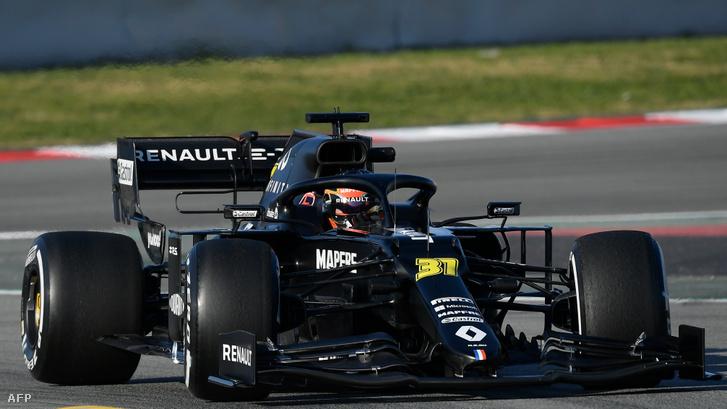 A Renault RS20-ast új pilótájuk, Esteban Ocon vezeti szerdán