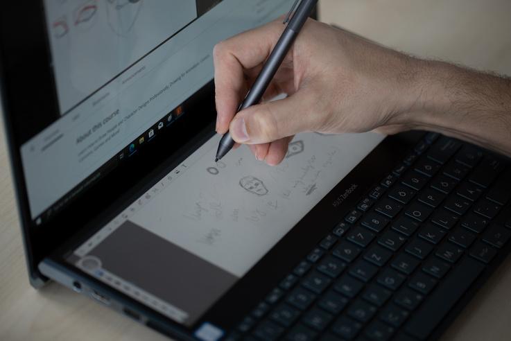 A Duón csak a lenti részen lehet rajzolni, a Pro Duo mindkét felülete alkalmas erre
