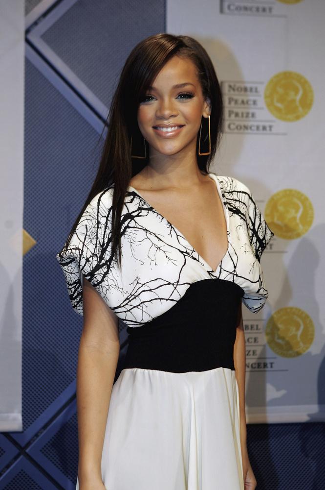 Csak 17 éves volt Rihanna, amikor megjelent első albuma