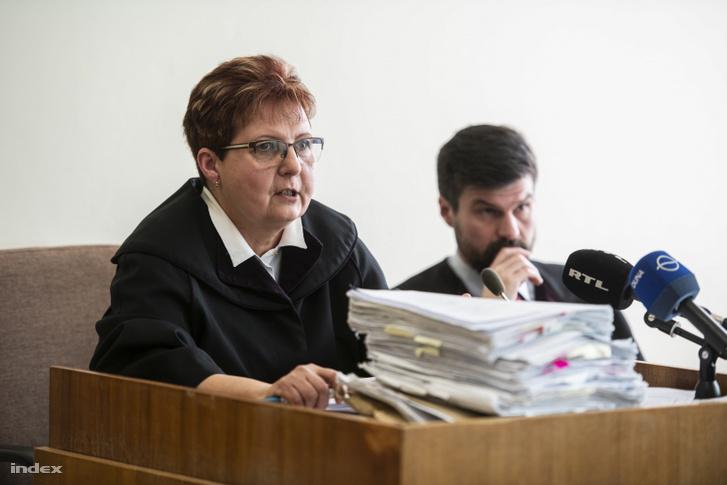 A bíró V. László tárgyalásán