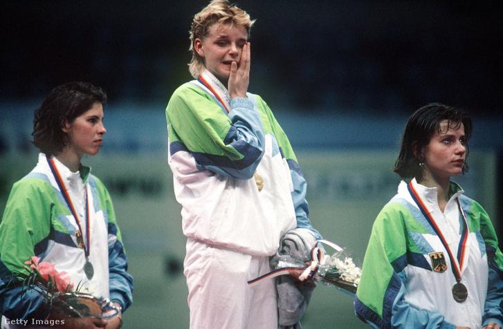 Az 1988-as szöuli Olimpiai játékok női vivó bajnokai 2. Sabine Bau, 1. Anja Fichtel, 3. Zita Funkenhauser