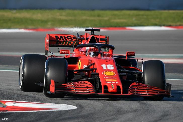 Leclerc a Ferrari SF1000-esben szerdán, a barcelonai pályán