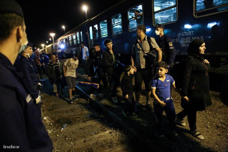 Menekültek a röszkei határon 2015-ben