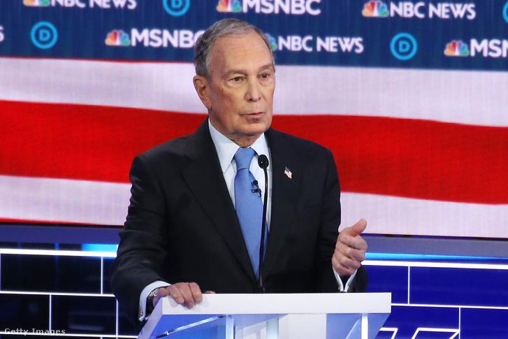 Mike Bloomberg a demokrata párt előválasztásának kilencedik hivatalos elnökjelölti vitáján Las Vegasban 2020. február 19-én.
