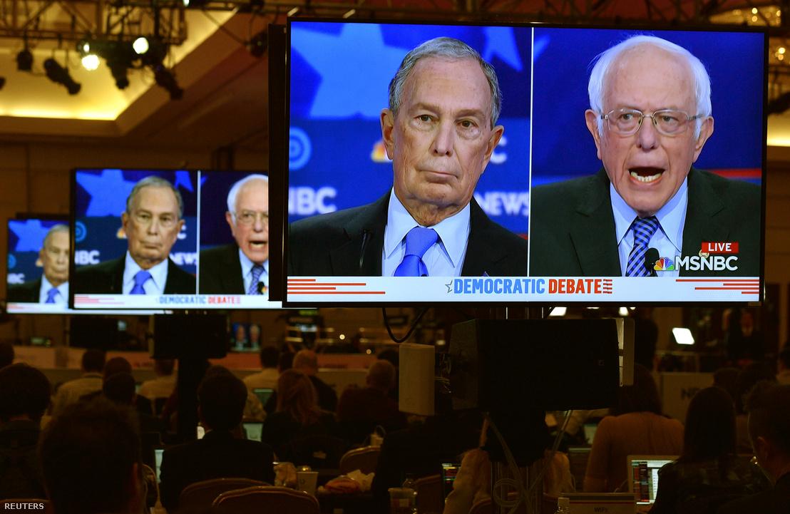 Mike Bloomberg és Bernie Sanders a demokrata párt előválasztásának kilencedik hivatalos elnökjelölti vitáján Las Vegasban 2020. február 19-én.