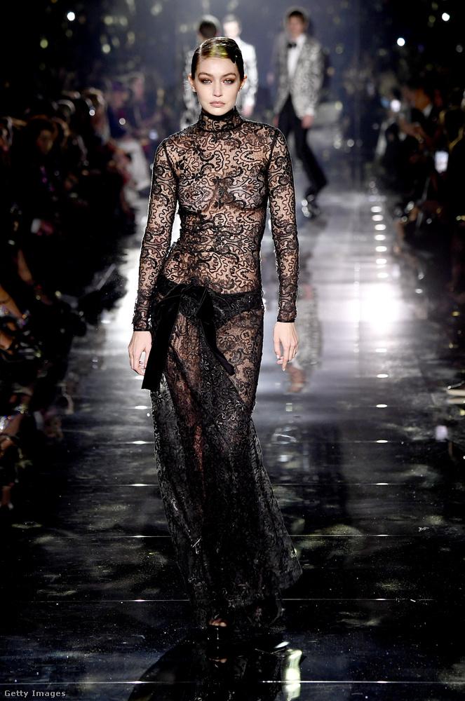 Tom Ford divatbemutatóján egyenesen magához ragadta a rivaldafényt ezzel az átlátszó szettel.