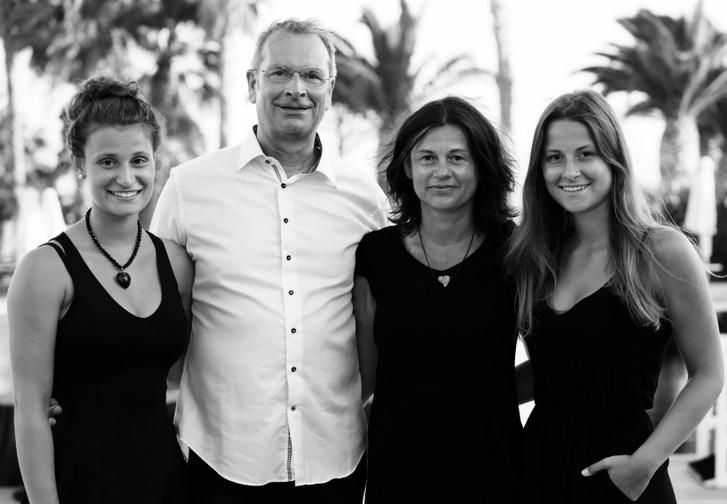 Zita Funkenhauser és férje, a szintén olimpiai bajnok Mathias Behr, és ikerlányai, akik szintén beszélnek magyarul