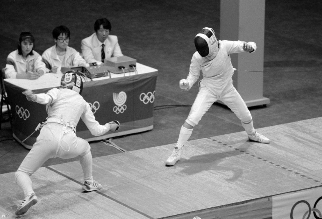 Jánosi Zsuzsa és a nyugatnémet Zita Funkenhauser asszója a XXIV. Nyári Olimpiai Játékok női tőrvívás döntőjében, Szöulban