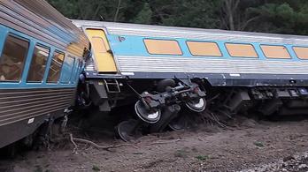 Kisklott egy ausztrál vonat, halálos áldozatok is vannak