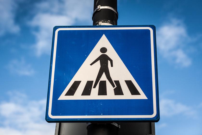 Egy apróságot változtattak meg a közlekedési táblán, mégis óriási jelentősége van