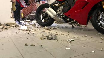 A falat kivágva lopták el egy Ducati Panigale V4 R-t