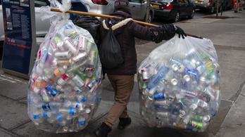 Gyorsan rákaptunk a műanyagra
