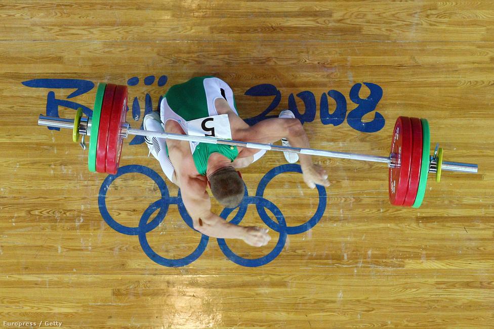 2008. A pekingi olimpia egyik - ha nem a -  legdurvább sérülését szenvedte el a súlyemelők 77 kilogrammos csoportjában versenyző Baranyai János, akinek jobb könyöke kifordult emelés közben.