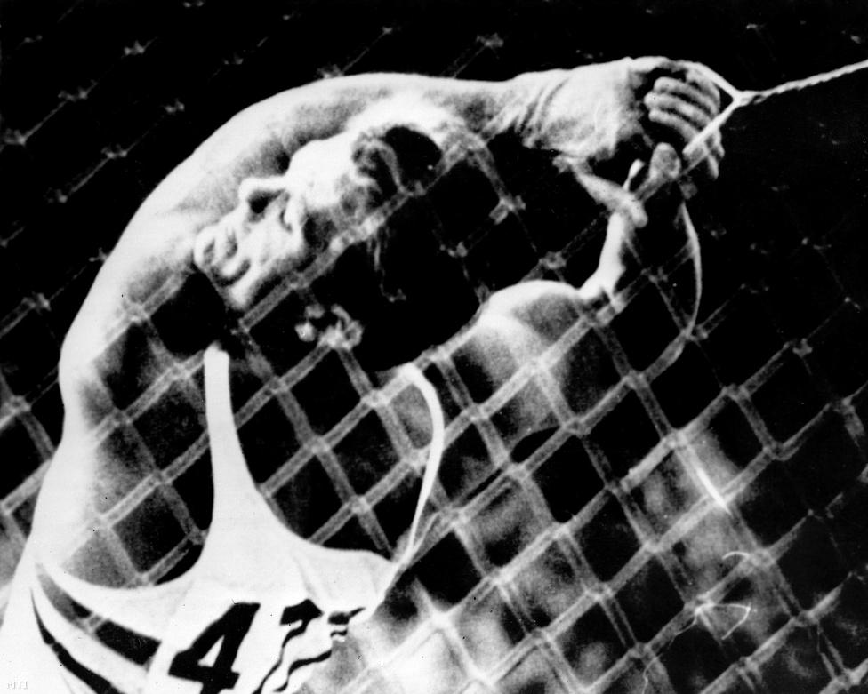 1968. Mexikóváros. Zsivótzky Gyula kalapácsvető 73,36 méteres dobásával aranyérmet nyert.