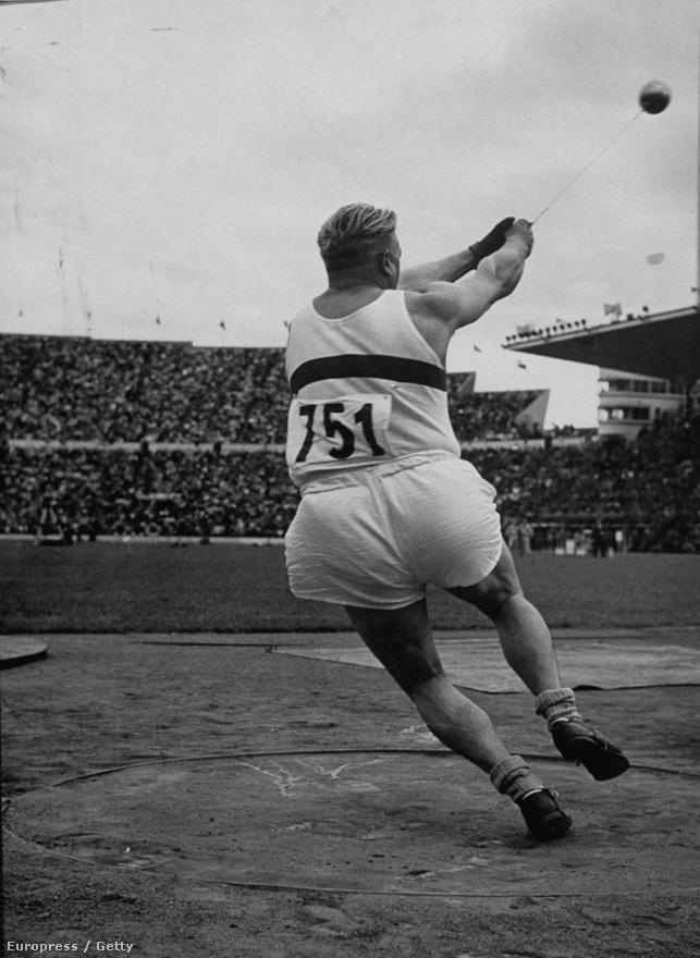 1952. Helsinki. Csermák József olimpiai rekorddal lett a kalapácsvetés bajnoka.