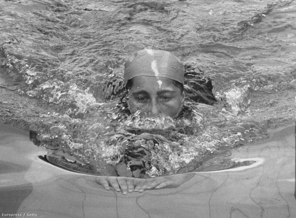 1952. Helsinki. Novák Éva ezüstérmes lett 200 m mellúszásban. Novák négyszáz gyorson is ezüstöt szerzett, míg a négyszer százas gyorsváltó tagjaként egy aranyérmet is hazahozhatott.