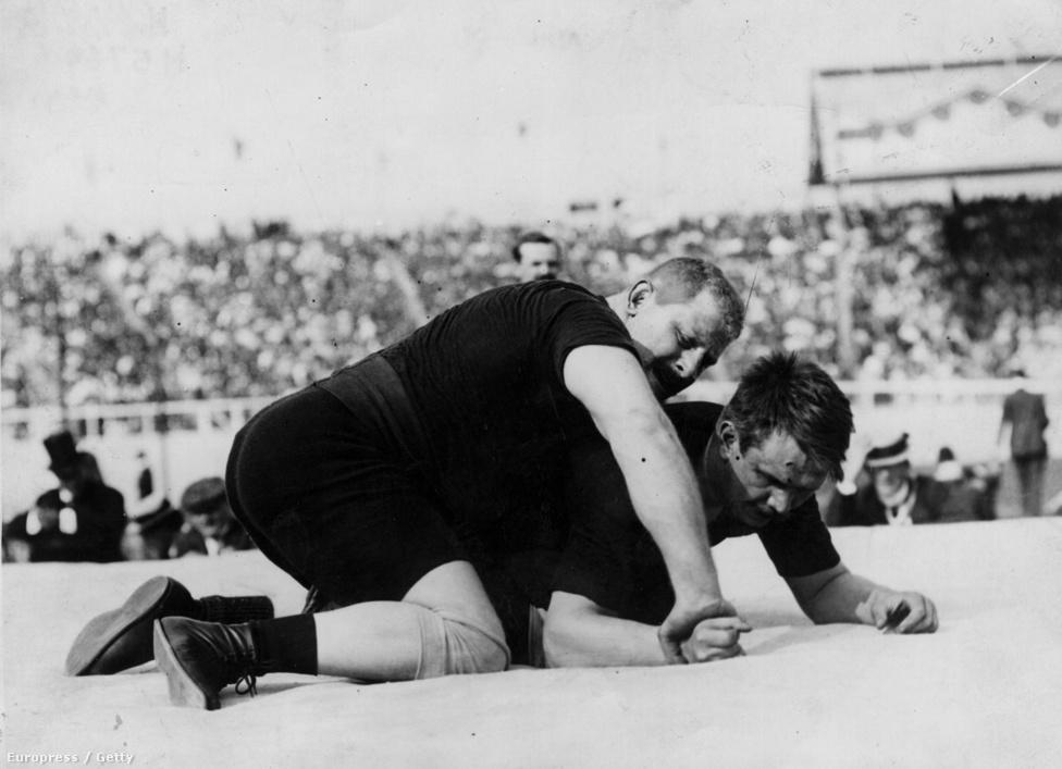 1908. London. Weisz Richárd  szupernehézsúlyú bírkózó kötöttfogású olimpiai bajnok lett  az orosz Alekszandr Petrov legyőzésével.