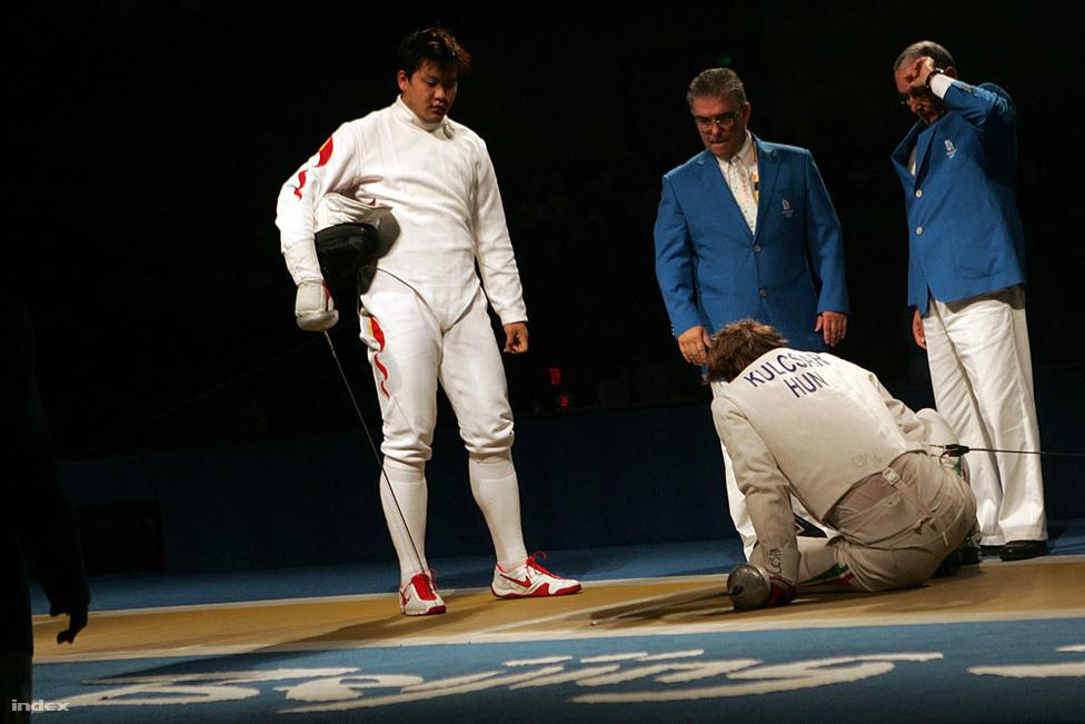 2008. Peking. Kulcsár Krisztián sérülésre hivatkozva feladta kínai ellenfelével a küzdelmet a férfi párbajtőr csapatverseny során. A magyar tőrözők a kiábrándító ötödik helyen végeztek, a kardcsapat hetedik lett.