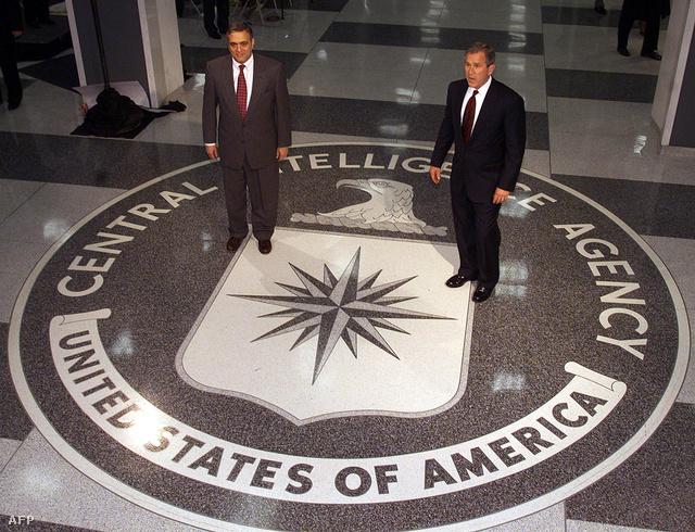 2001. március 20. George W. Bush elnök és George Tenet, a CIA igazgatója