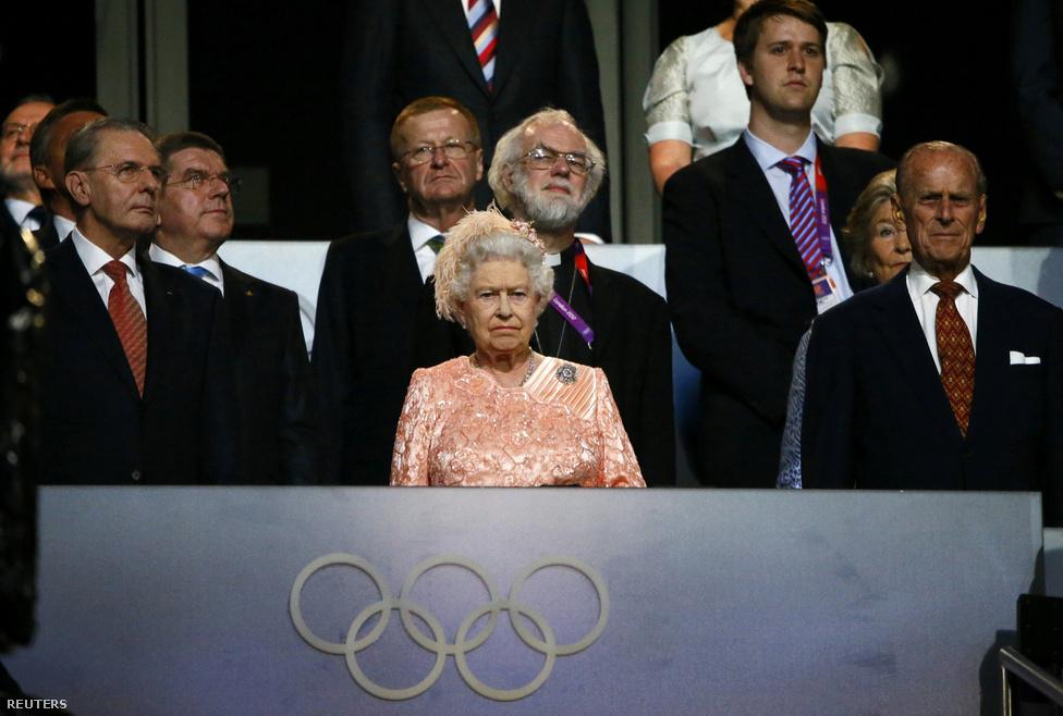 Van most ember a földön akinek nem az a film jut eszébe, aminek a végén lehúzott sliccel lefejelte a királynőt?