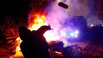 Koronavírus: Ukrajnában barikádokkal és kődobálással akarták elriasztani a Kínából érkezőket