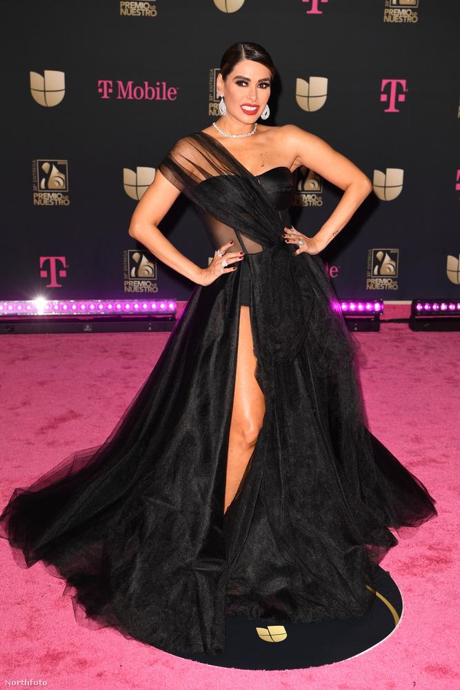 Látja, Galilea Montijo is, aki szintén nem énekes, de ő nem is modell, hanem színésznő