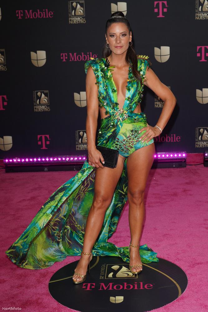 Csak nem Jennifer Lopez hírhedt Versace ruhájának remake-jét látjuk Pia Copellón?