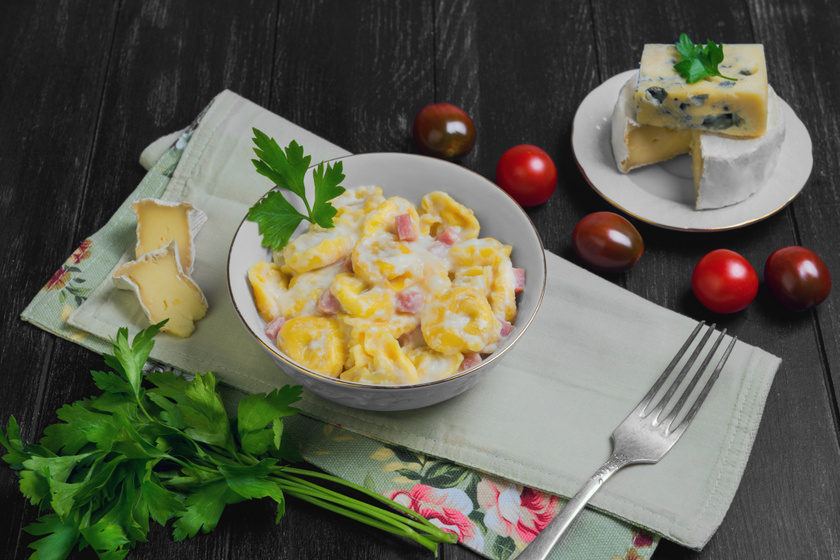 Duplasajtos, sonkás tortellini: 20 perc alatt elkészül bolti tésztából