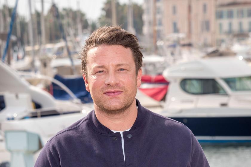 Jamie Oliver szőke kisfiaival pózolt – A cuki lurkóktól el kell olvadni