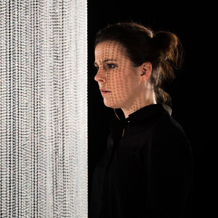 Lovas Rozi Marianne szerepében a budapesti Radnóti Tesla Laborban 2019 októberében bemutatott Csillagképek című darabban.