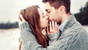 Kipattantam, a szemébe néztem, derékon ragadtam és megcsókoltam