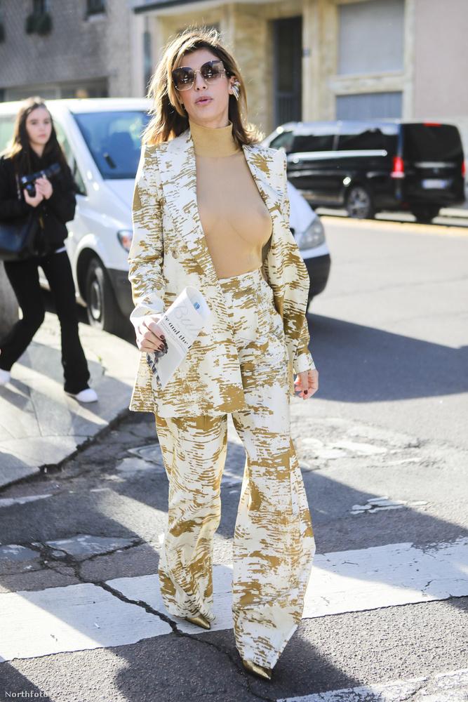 De ami a mi szempontunkból most érdekesebb, hogy a Milánói divathét Max Mara bemutatójára egy fehér, aranyozott díszítésű nadrágkosztümben és egy testszínű, teljesen átlátszó felsőben érkezett, melyen keresztül a mellbimbóját is tisztán ki lehetett venni