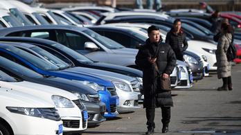 Koronavírus: 92 százalékkal kevesebb autót adtak el Kínában