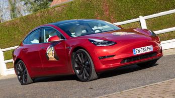 Gyári pályacsomag érkezett a Tesla Model 3-hoz