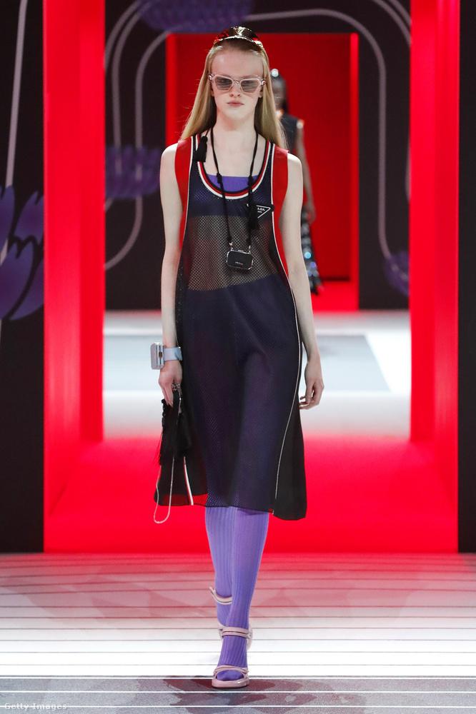 Bár egész hasonló a modell és a styling, most márkát váltottunk, ez már nem Gucci, hanem Prada