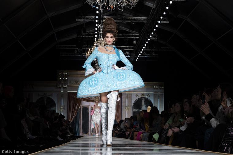 Kaia Gerber is felvonult ezen a divatbemutatón, vele búcsúzunk