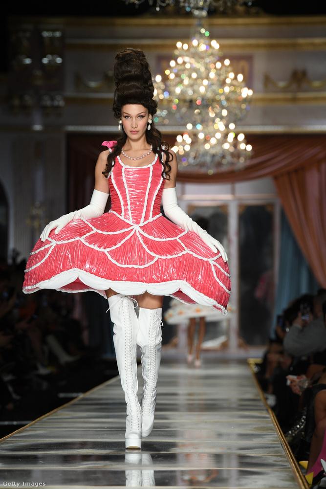 És újra érkezik Bella Hadid, ezúttal azon a divatbemutatón, ami Milánóban minden szezonban a legszórakoztatóbb szokott lenni.