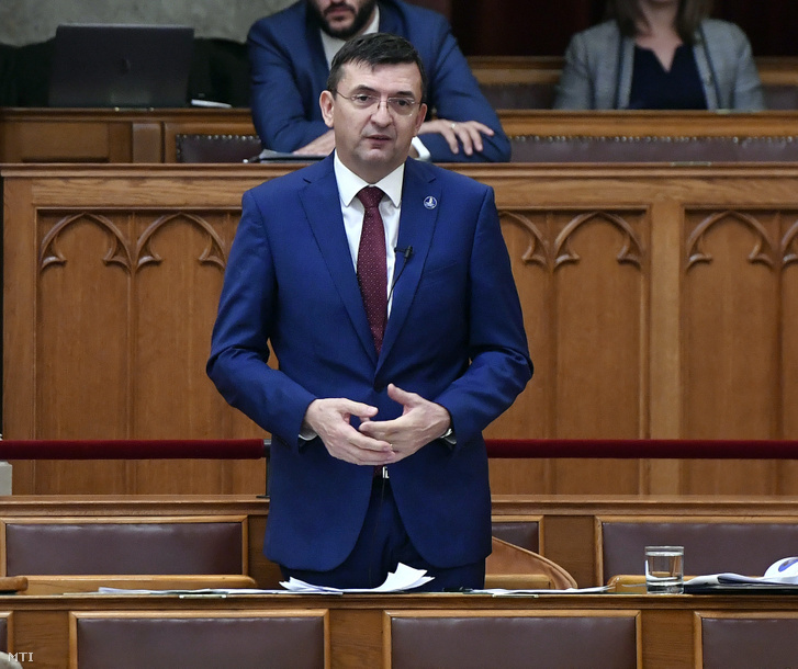 Domokos László az Állami Számvevőszék (ÁSZ) elnöke az Országgyűlés plenáris ülésén 2019. november 6-án.