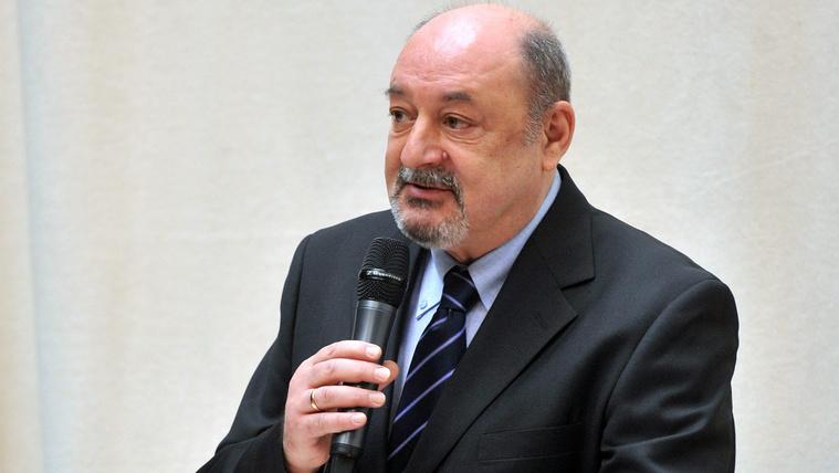 Bíróságra menne Szakács Árpád állításai miatt egy irodalmi szervezet vezetője
