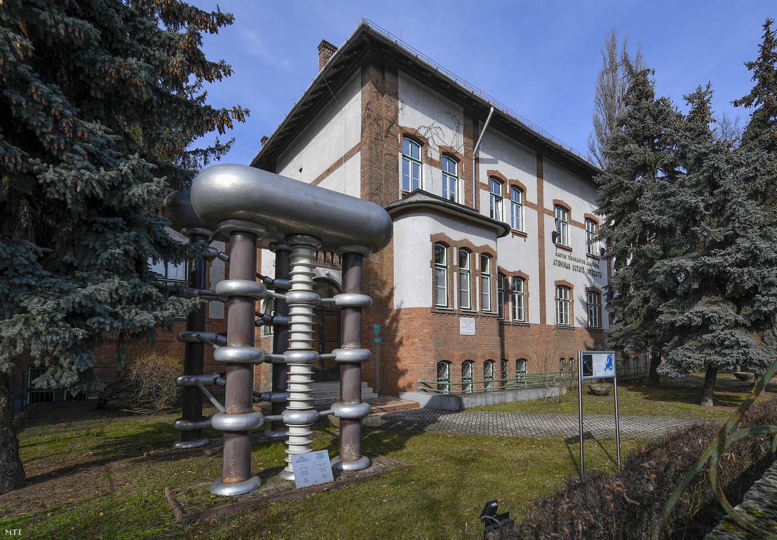 A Magyar Tudományos Akadémia (MTA) Atommagkutató Intézetének épülete Debrecenben 2020. február 17-én.